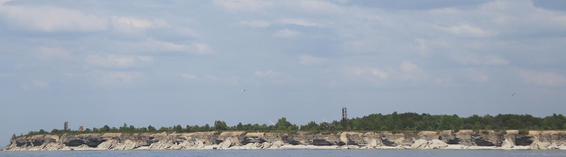 Väike-Pakri pankrannik merelt vaadatuna